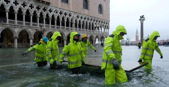 Benátky pod vodou: Nejslavnější památky byly zaplaveny, starosta viní klimatické změny
