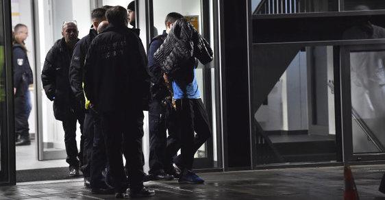 Muž ubodal syna německého exprezidenta na veřejné přednášce v Berlíně