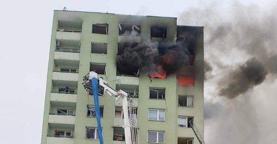 Na Slovensku explodoval plyn v panelovém domě. Policisté hlásí 4 mrtvé, hrozí zřícení budovy