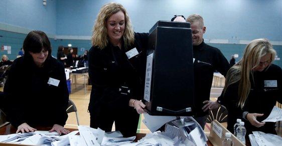 Drtivé vítězství premiéra Johnsona, konzervativci směřují k jasné většině. Britské volby sledujeme online