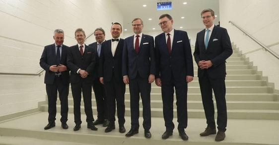 Muž vedle muže a pak další muž: Takové jsou všechny orgány ODS. S tím se vyhrávají volby?