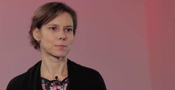 Mezi českými dětmi se lavinově šíří sebepoškozování, je to tabu, které je třeba otevřít, říká vedoucí Linky bezpečí