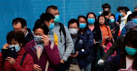 Přelidněný Hongkong by byl ideálním místem pro šíření koronaviru, uzavírá proto hranice s Čínou