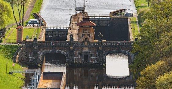 Nejkrásnější zdymadlo na Vltavě: Technická rarita v Hoříně slouží nepřetržitě již 115 let