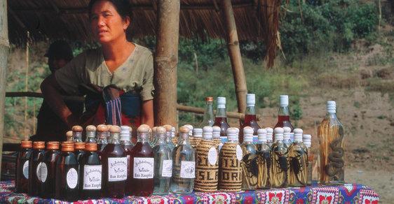 Na cestách po Indočíně, bývalé francouzské kolonii na poloostrově Zadní Indie: Lao lao, whisky z rýže