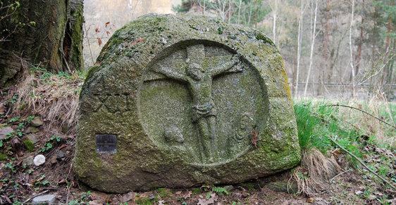 Z Kuníčku do Kuní: Netradiční křížová cesta vás provede čtrnácti biblickými zastaveními vytesanými do kamene
