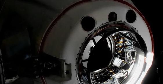 Muskova posádka raketoplánu Crew Dragon se kvůli administrativní chybě nepřipojila k ISS, ale k ISIS