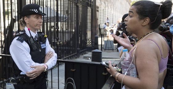 Policie nás zabije dřív, než korona. Organizátorky protestů v Londýně tvrdí, že žijí v rasistické zemi
