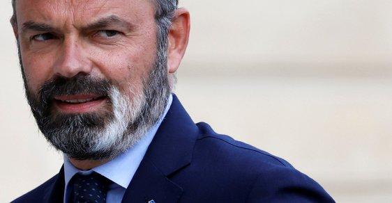 """Francouzská vláda padla. Premiér Philippe podal demisi, prezident Macron plánuje """"novou cestu"""""""