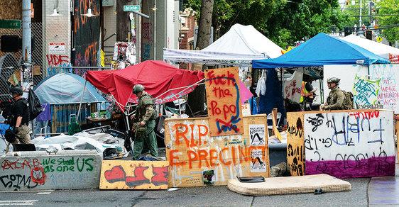 Vzpoura proti kapitalismu: Anarchistický experiment s městem bez policie