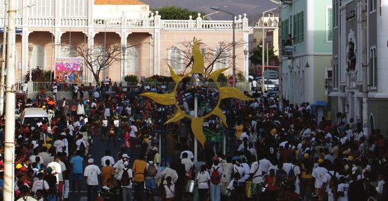 Karneval bez masky aneb Dvě tváře mindelského karnevalu na kapverdském ostrově São Vicente