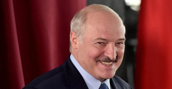 Běloruské volby vyhrál Lukašenko. Dle předběžných zpráv získal přes 80 % hlasů. Lidé výsledkům nevěří