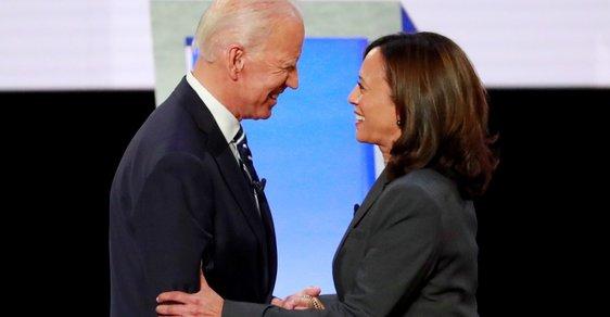 Černoška s indickými kořeny. Joe Biden představil jako viceprezidentku Kamalu Harrisovou