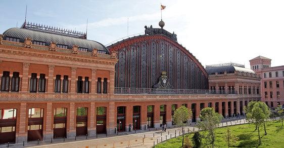 Madridské nádraží Atocha je příjemným odpočinkovým místem i pro ty, kteří nikam nejedou