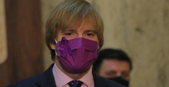 Rezignace ministra Vojtěcha se projeví až za dva tři týdny. Do té doby budou počty nakažených dále stoupat