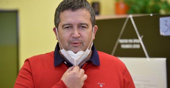 Ministr vnitra Jan Hamáček má koronavirus. Byl pozitivně testován po setkání s ministrem zemědělství