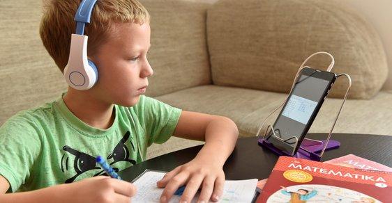 Velká anketa Reflexu mezi českými učiteli o distanční výuce: Zkuste si učit na kytaru pět hodin po mobilu