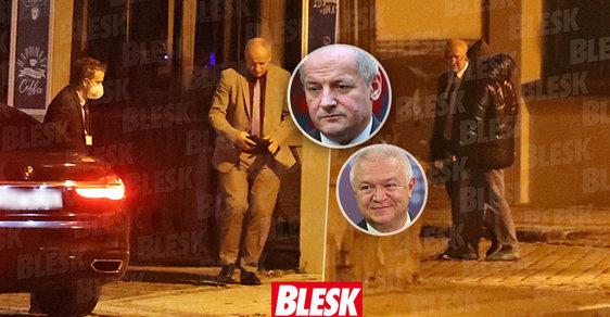 Ministr Prymula byl v noci přistižen v restauraci a bez roušky