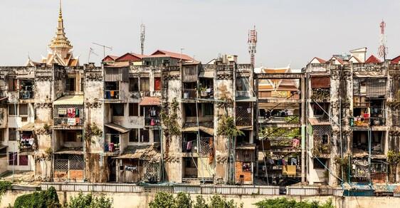 Slum prostitutek a dealerů drog v Kambodži: Peklo na zemi mezi chátrajícími ruinami