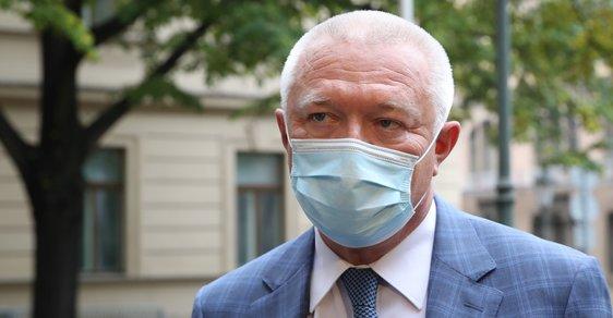 Faltýnek rezignoval. Jeho případné prohřešky má podle něj prošetřit hygiena