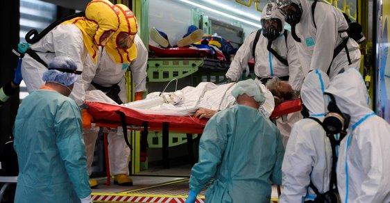 Práci v nemocnici by si měl vyzkoušet každý, shodují se dobrovolníci Červeného kříže