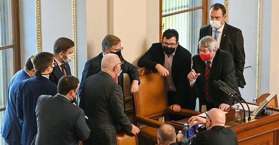 Bohumil Pečinka: Velkopáteční hlasování aneb Bez hádek o daních je politika jenom hra bez obsahu