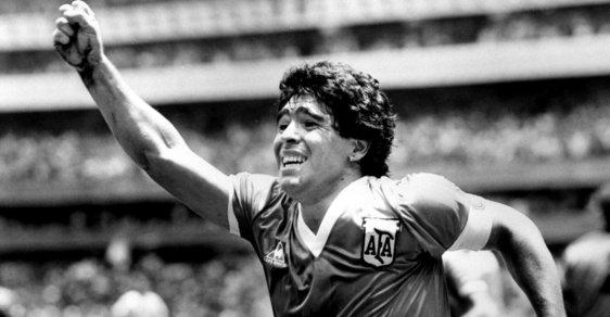 10 důvodů, proč byl Diego Maradona globální celebritou, ztracenou duší i sprostým darebákem