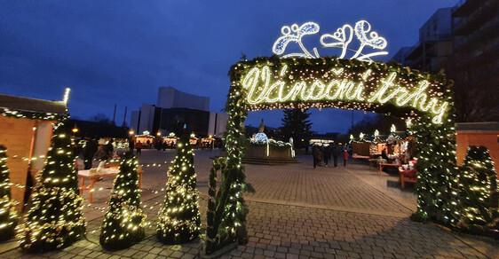 Pravá vánoční atmoška v Mostě: Vánoční trhy budou za každou cenu! I s konzumací jídla a alkoholických nápojů