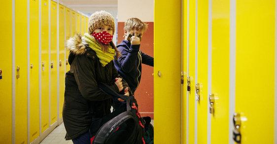 Neskákej z toho okna: Během pandemie vzrostla kyberšikana o sedmdesát procent