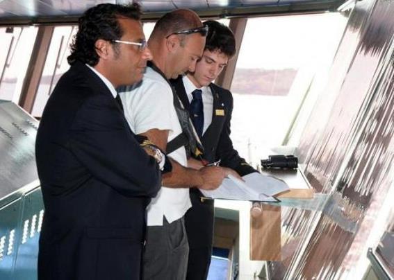 Kapitán Schettino plánuje trasu jedné ze svých plaveb