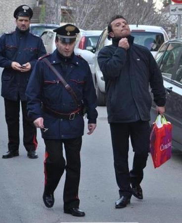 Kapitán Schettino krátce po té, co ho zadržela policie