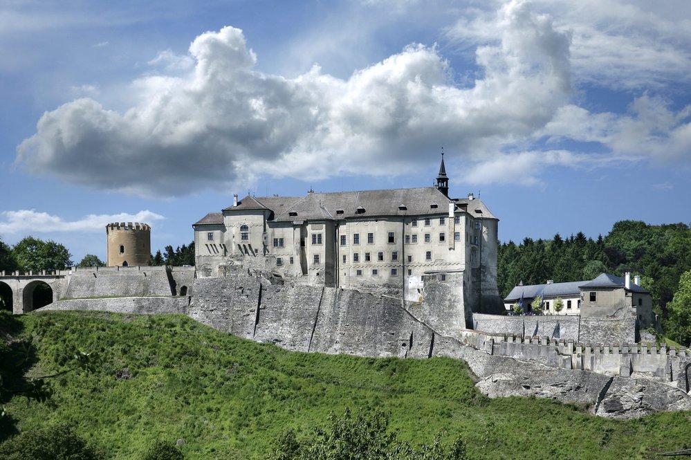 Název hradu je odvozen od erbu rodu Divišovců – zlaté osmicípé hvězdy.