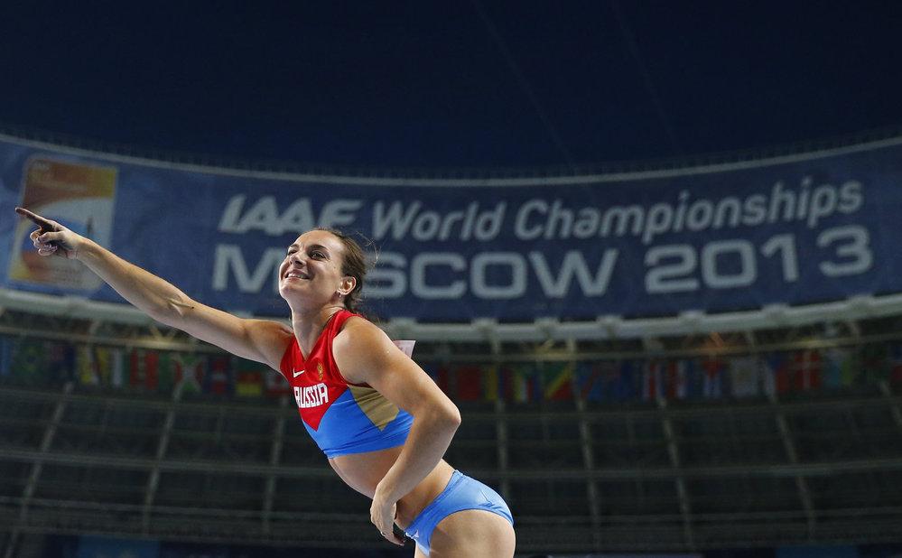 Světová rekordmanka Jelena Isinbajevová je potřetí mistryní světa ve skoku o tyči. Před domácím publikem se na trůn vrátila po šesti letech.
