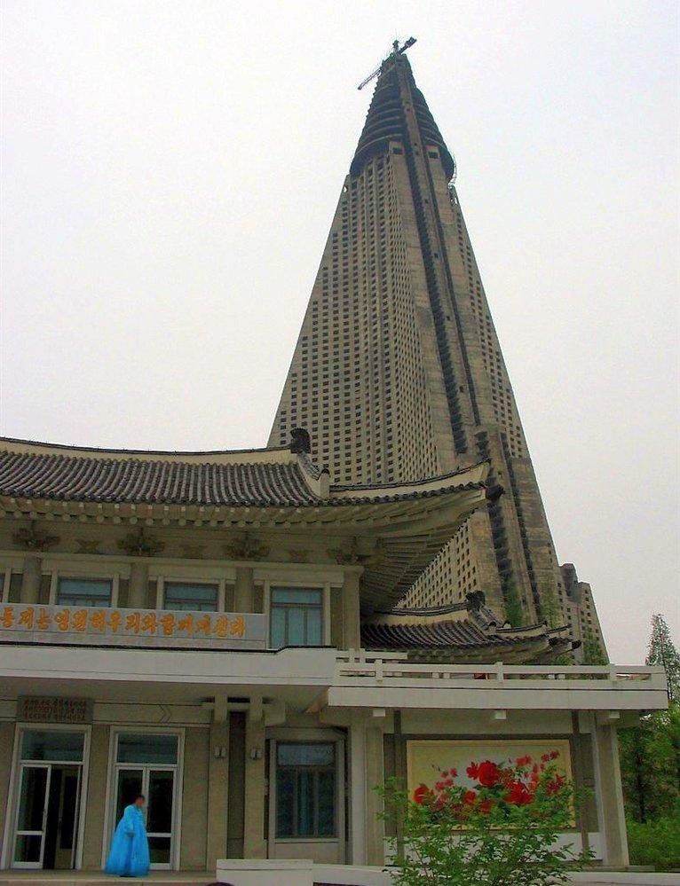 Nedostavěná největší budova na světě vypadá jako troska