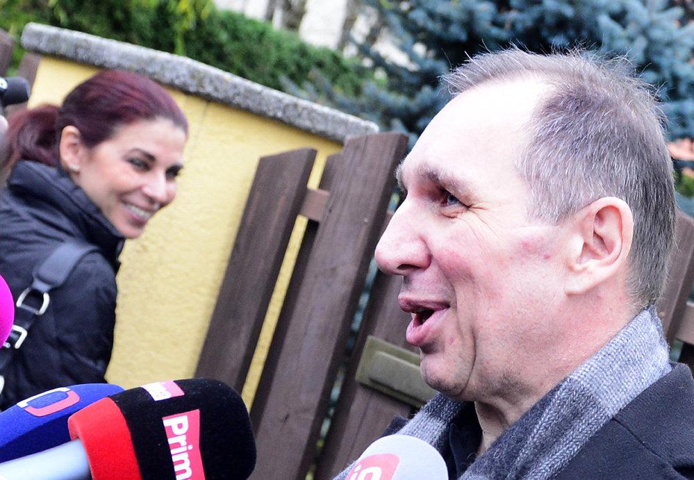 Petr Kott novinářům sdělil, že nějaký program si s Kateřinou Pancovou na večer najdou. Prý si budou povídat. Rok 2013.