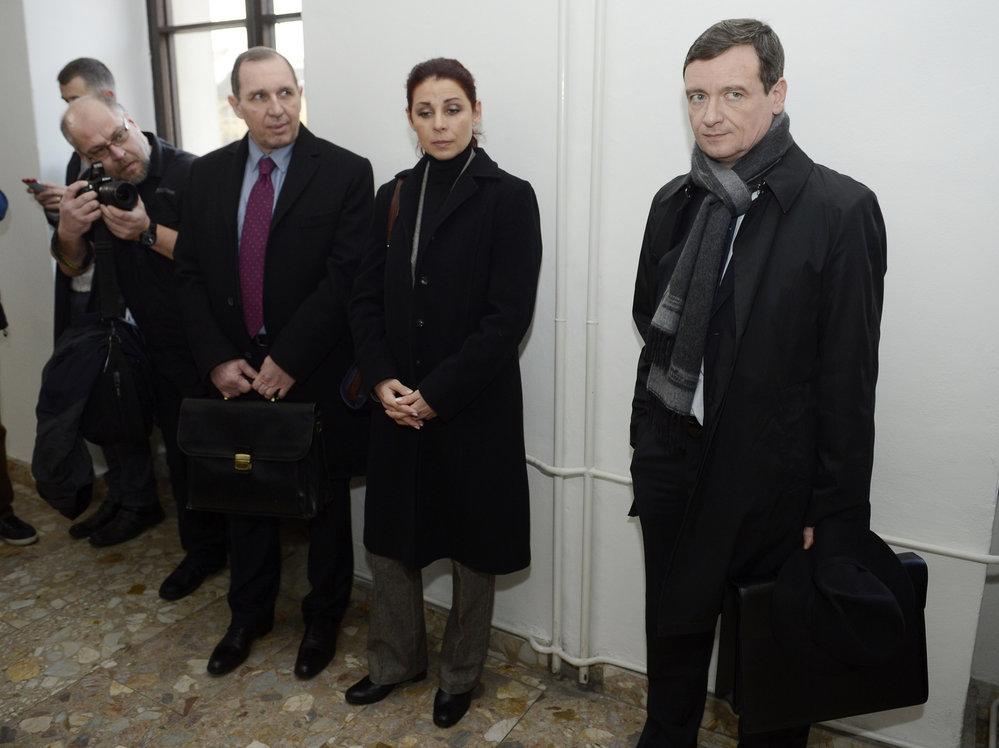 David Rath a manželé Kottovi u soudu v lednu 2014.