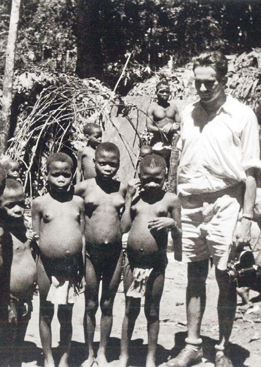 Nejmenším lidem světa, Pygmejům, daroval Zikmund cigarety a sůl. Všechno snědli.