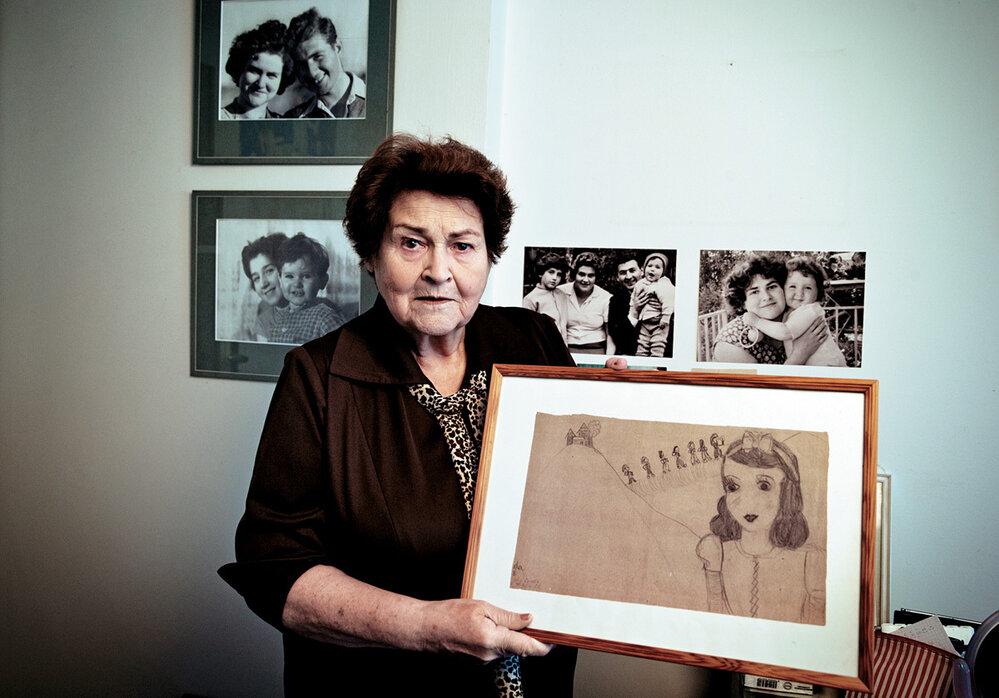"""Evelina Merová: Mengele se mě amé kamarádky Gerty zeptal, jestli jsme dvojčata. Naštěstí jsem mu řekla, že nejsme ani příbuzné. """"Takhle krásné Židovky jsem vživotě neviděl,"""" prohlásil aposlal nás napráci."""