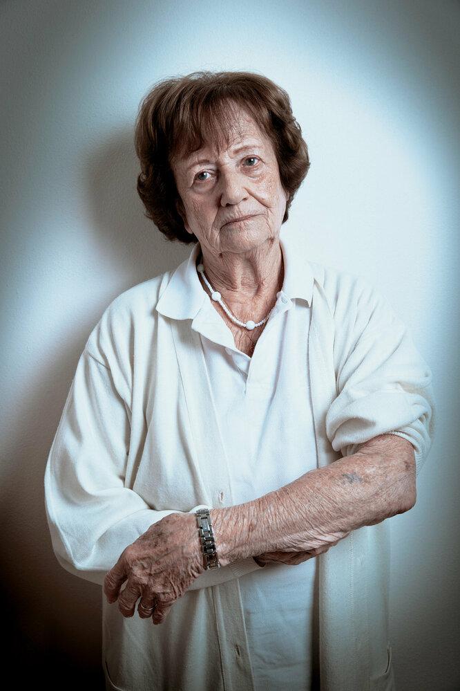 Dita Krausová:  Děsí mě, že někdo může popírat holocaust. Můj tatínek zemřel vOsvětimi, maminka vBergen- -Belsenu. Další příbuzní skončili vplynové komoře. Jak může někdo tvrdit, že se to nestalo?