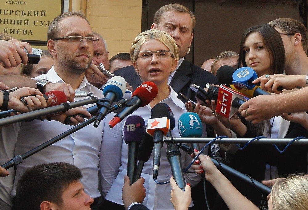 5. srpen 2011 - Tymošenko mluví k novinářům těsně před svým zatčením.