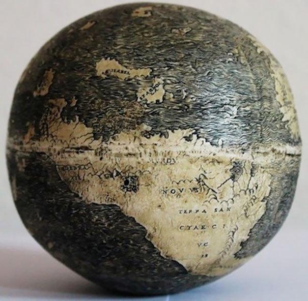 Glóbus na pštrosím vejici, Itálie, 500 let