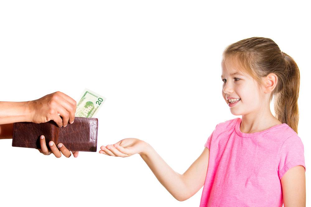 Dostáva-li dítě kapesné, nedávejte mu peníze navíc na běžné útraty
