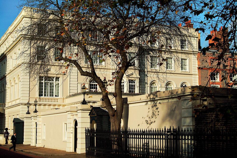 Charlesovo sídlo Clarence House vLondýně je podle americké novinářky rozerváno intrikami zaměstnanců