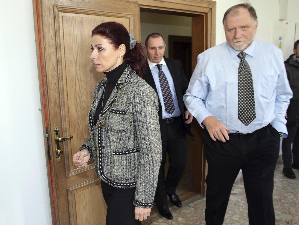 Kateřina Kottová a Petr Kott v doprovodu obhájce Tomáše Sokola v u soudu roce 2015.