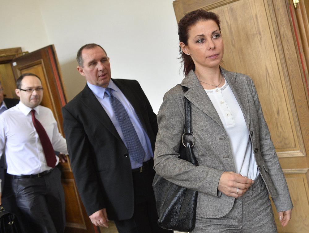 Kateřina Kottová (dříve Pancová) a Petr Kott u soudu v roce 2015.