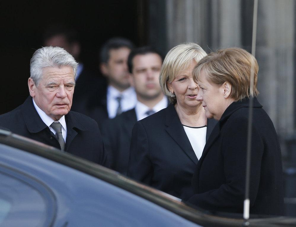 Pietní akce za oběti z letadla Germanwings: Nechyběli prezident Gauck ani kancléřka Angela Merkel
