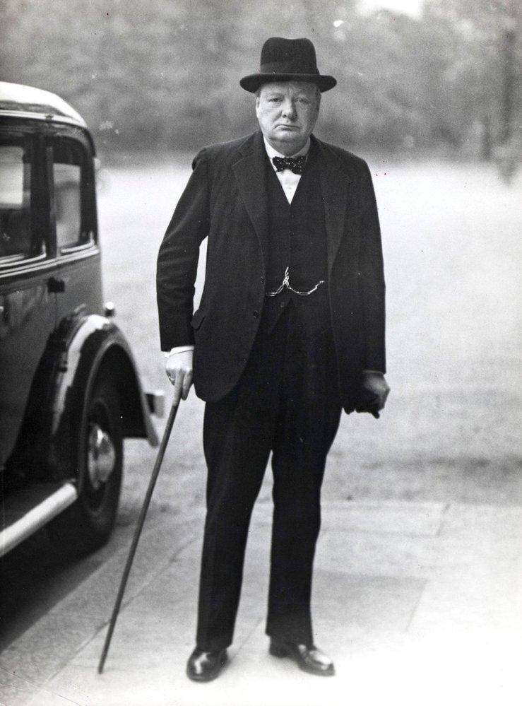 Winston Churchill, statečný, informovaný, předvídavý, vynikající řečník se smyslem pro humor