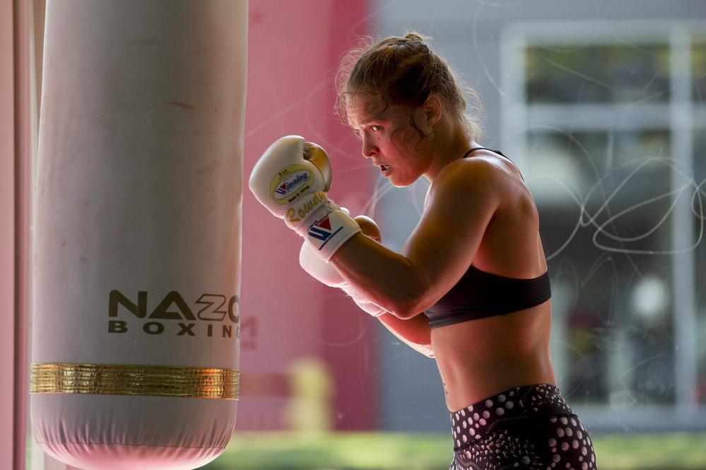 Ronda Rouseyová věří, že by porazila Mayweathera