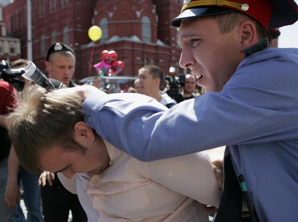 Další zadržený sympatizant homosexuálního hnutí.