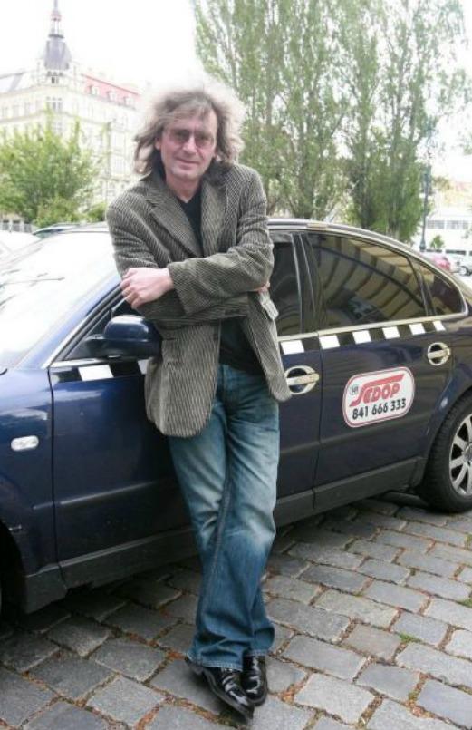 Bývalý dirigent a sbormistr Bohumil Kulínský se po propuštění z vězení musel jeden čas živit jako taxikář.
